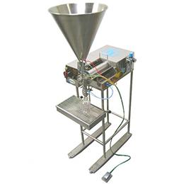Volumetric liquid filling machines