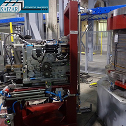 AUTOMATIC STRAPPING MACHINE FOR THE RADIAL STRAPPING OF WIRE ROD COILS WITH INTRODUCTION OF LABELLING PLATES