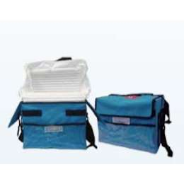 Cooler box with inflatable thermal insulating liner